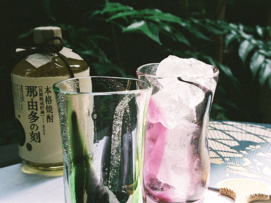 泡巻き・ピンクのグラス