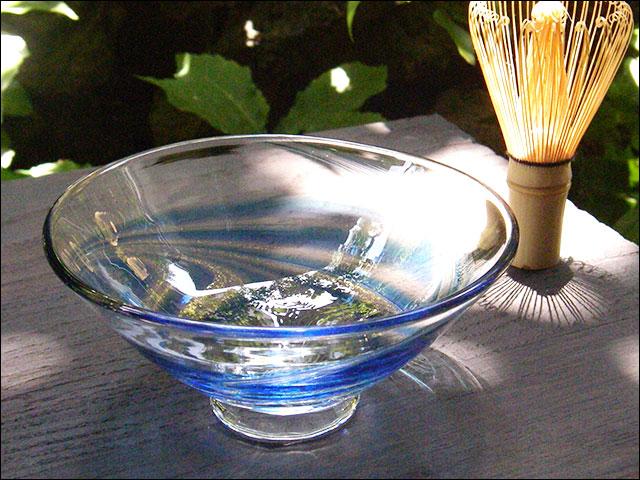 【ガラス抹茶茶碗】平茶碗・金箔流水文/濃淡青